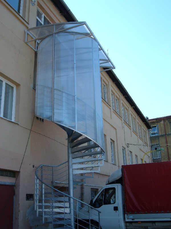 Zastřešení venkovního schodiště